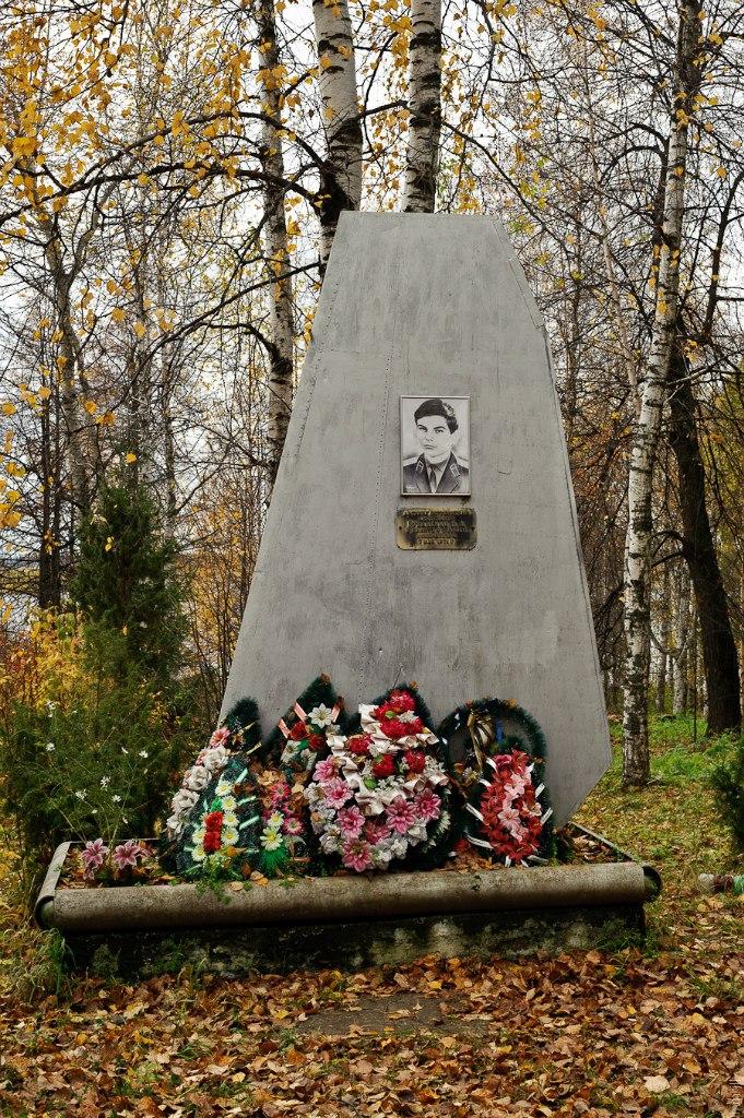 Памятник летчику в Чермозе, Пермский край