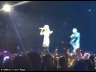 Taylor Swift Serenades Boyfriend Calvin Harris in Dublin Concert (VIDEO)