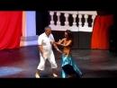 русский турист танцует с восточной красавицей турция