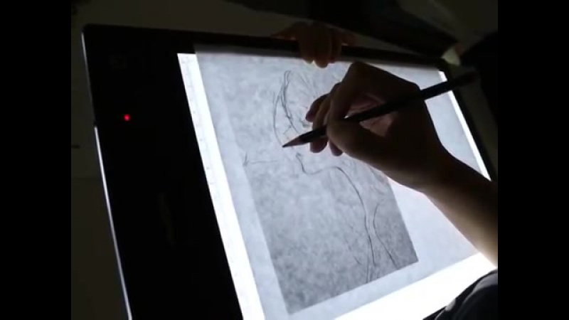 Use Huion Rechargeable LED Light Box - LB4
