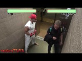 Розыгрыш! STREET FIGHTER в лифте | STREET FIGHTER ELEVATOR PRANK!