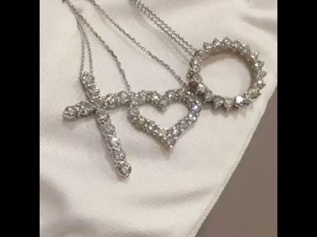 "@marche_du_luxe on Instagram: ""1) крест 2 карата Чистота: SI 1 Цвет: G-H 2)сердце 2 карата Чистота: SI1 Цвет: G-H 3)подвеска -круг 2.5 карата Чистота: VS2-SI1 Цвет:…"""