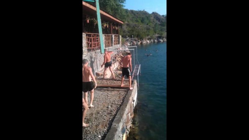 Чемпионат карьера по прижкам у воду !