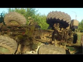 Пьяный украинский военный на тракторе сбил легковушку в Лисичанске