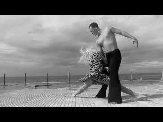 черно белый танцевальный клип танец