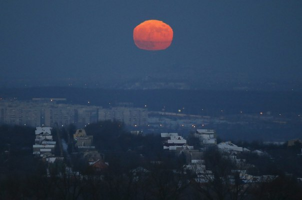 Bad moon rising over Donetsk