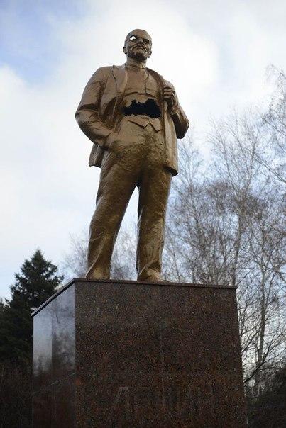 Ленин в Шахтёрске ранен но все еще живой