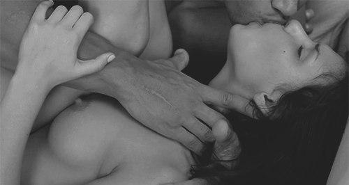 Поцелуй страсти и секс