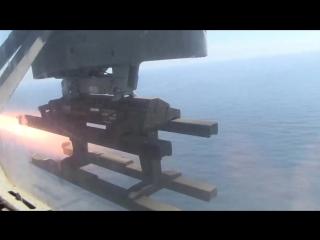 Пуск американской ракеты воздух-поверхность AGM-114