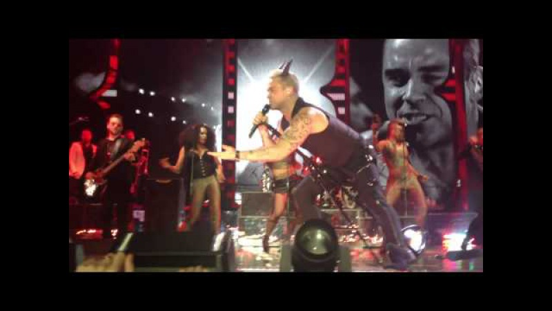 Robbie Williams. Live Moscow 2015. Intro Let me entertain you
