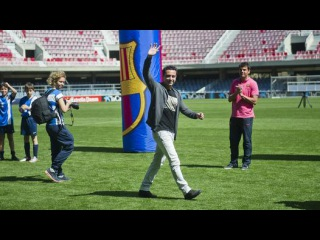 Xavi presents FCBEscola International Tournament trophies