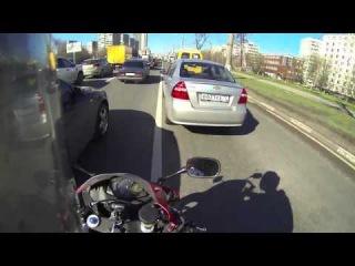 Как байкеры сбивают зеркала  мотоциклом