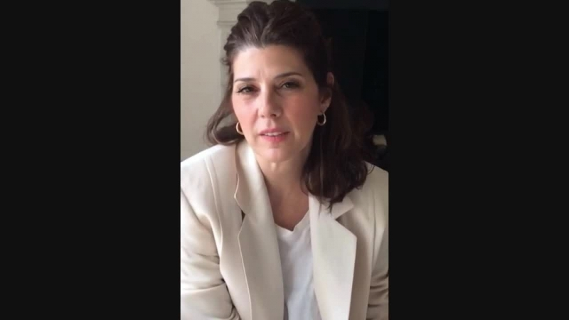 Мариса Томей призывает поддержать Дейдра Фишеля