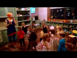 Танцы детей на дне рождения Евы :)