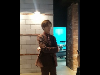 "@his526eyes on Instagram: ""으앜 웨케 멋이쏘? @icon_stagram 이렇게 노력하니깐 좋은 앨범이 나올거야 기다릴게 천천히 #icon #nominwoo #노민우 #icon529 #아이콘 #민우 #icon_stagram #minew #Korean #artist…"""