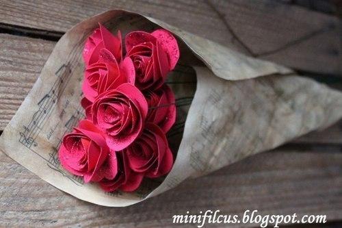 Как сделать бумажные розы (9 фото) - картинка