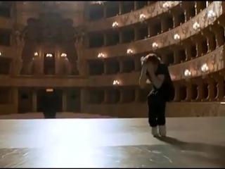 Перед Вами еще молодой гений танца Михаил Барышников, исполняющий свой шедевр под песню «Кони привередливые» всеми любимого Влад
