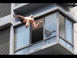 НОВОСТИ. Голая женщина упала с 5 этажа