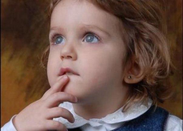 ПОДБОРКА из 34 ЗАГАДОК ДЛЯ ДЕТЕЙ 3Х - 4Х ЛЕТ Сохрани себе, чтобы не потерять :) Для детей в 3 - 4 года нужны загадки, в которые есть простые, хорошо им знакомые предметы. Старайтесь выбирать загадки, с указанием цвета, формы, размера, или повадок. Легче всего, малыши в этом возрасте отгадывают загадки с рифмой, где надо добавить последнее слово. Мохнатенькая, усатенькая, Молочко пьет, песенки поет. (Кошка) Ку-ка-ре-ку кричит он звонко, Хлопает крыльями громко-громко, Курочек верный пастух, Как…