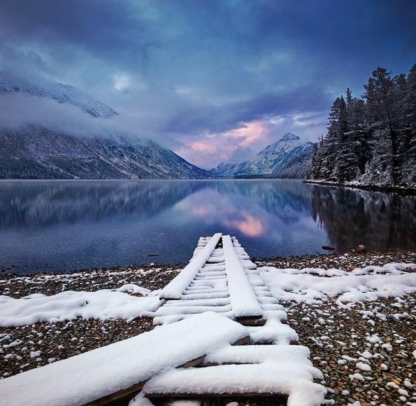«Глоток утреннего цвета». Мультинские озера, Алтай. Автор фото: Сергей Сутковой