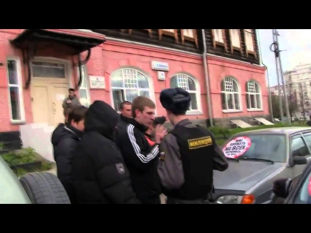 АНТИ СтопХам Екатеринбург, задержали за порчу имущества СтопХам сам сдирает свои наклейки