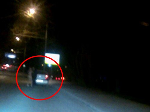 Голый мужик с оторванными губами и криками «Дьявол всех убьёт» накинулся на водителя такси