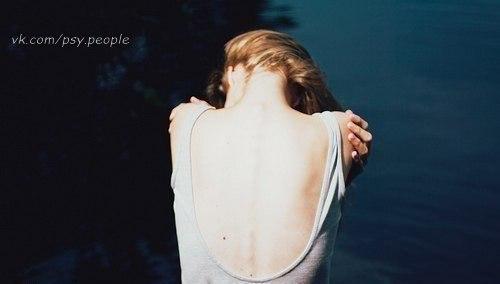 """Сынок, запомни, мужчина не должен заставлять женщину жить в неопределенности. Тогда любовь точно сменится ненавистью, рано или поздно. Они умеют любить даже в ожидании. Это мы, мужики, стоит женщине ненадолго отлучиться, начинаем в уме или в открытую искать ей замену. Если ты знаешь, что не вернешься, лучше скажи правду. Она заплачет, но примет. Только не пренебрегай ею. Вот этого женщины точно не заслужили. Эльчин Сафарли """"Мне тебя обещали"""""""