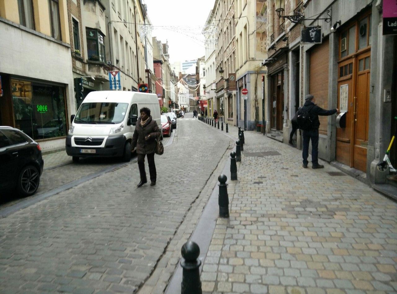 Брюссель арабы негры