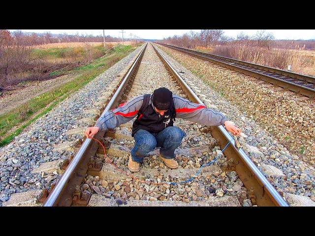 ✅Как зарядить телефон от ж д рельс Замер напряжения на железной дороге