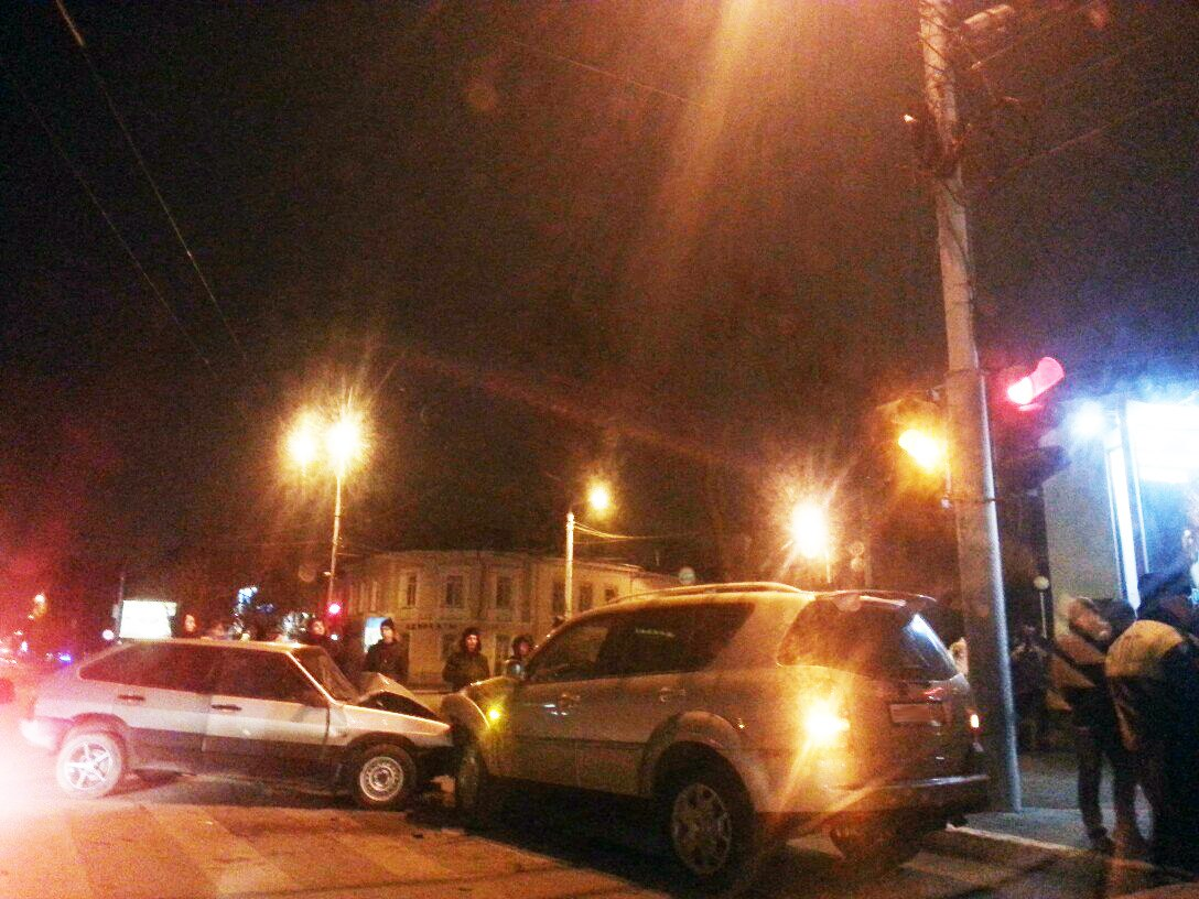 ДТП в Таганроге: на Петровской «девятка» столкнулась с SsangYong Rexton II, есть пострадавшие