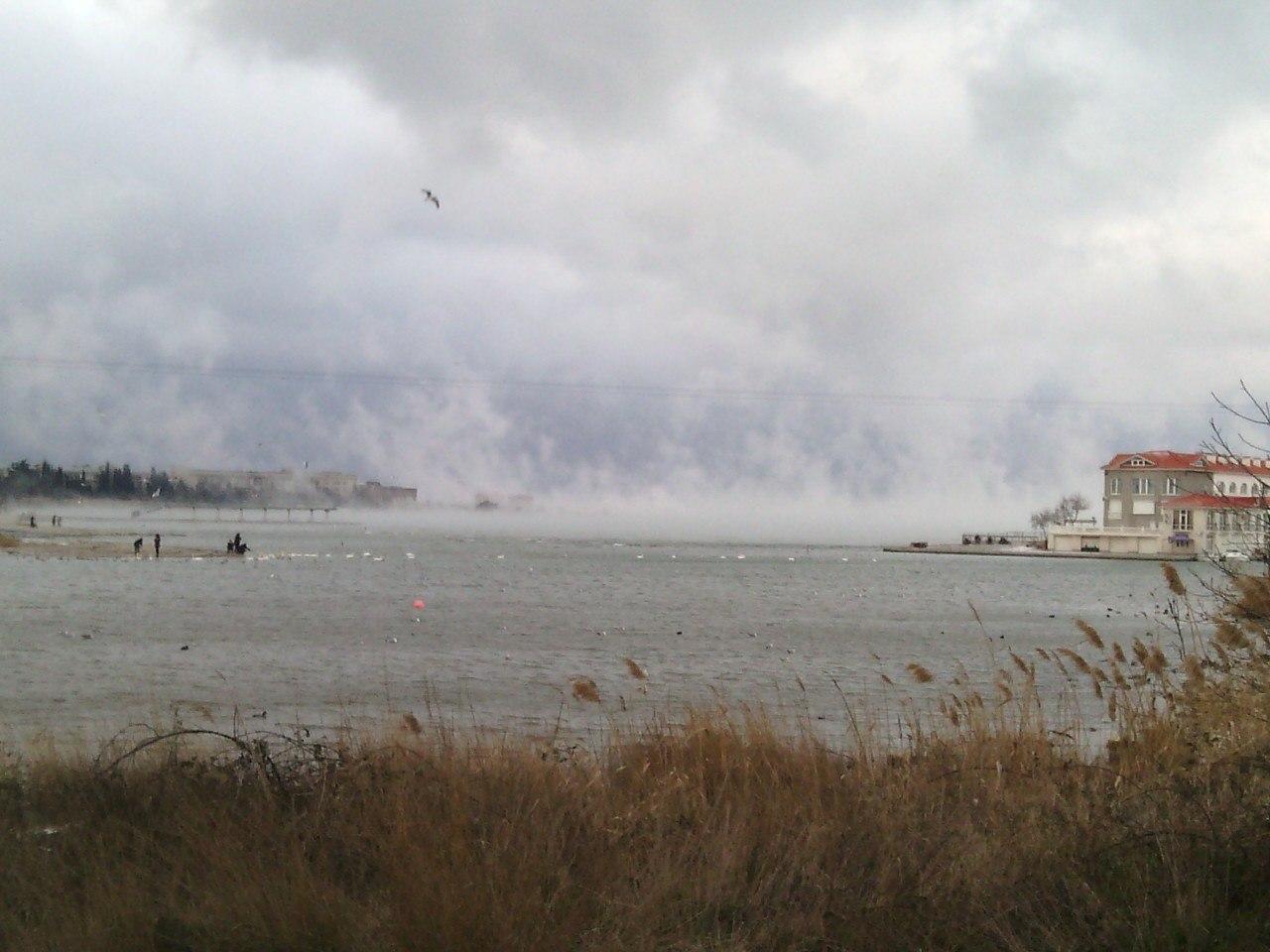 Омега на Рождество, на суше минус 17. Море парит. фото на телефон дрожащей замерзшей рукой.