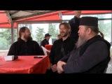 Отцы Феофил, Юлиан и Глеб Грозовский поют колядку. К фильму