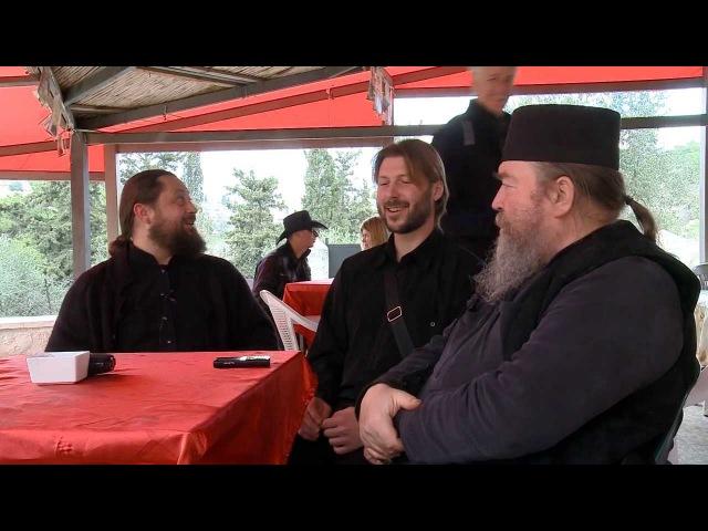 Отцы Феофил Юлиан и Глеб Грозовский поют колядку К фильму Берегите детей