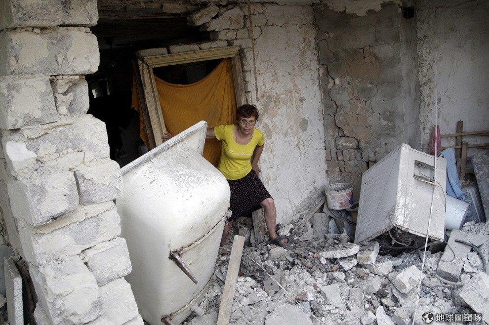 Дончанка на развалинах собственного дома