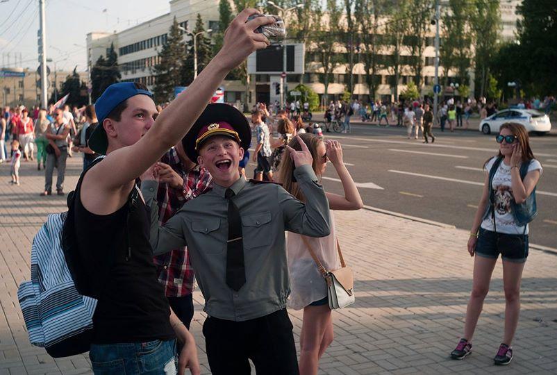 Селфи на площади имени Ленина