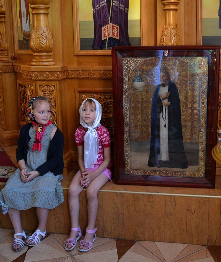Девочки и святой Серафим в День всех святых, в Земле Российской просиявших