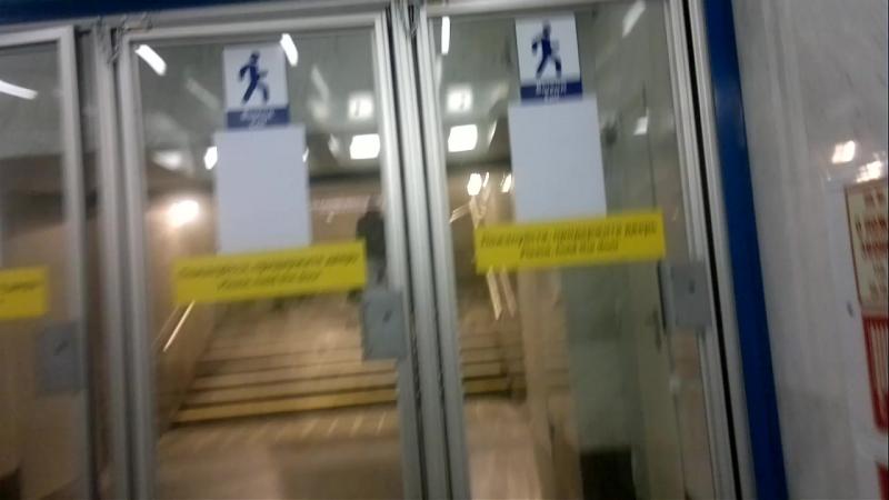 300 метров под Невой весь вестибюль.