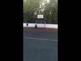 Гольяновский бомж играет в футбол