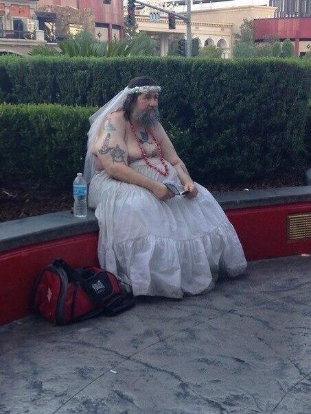Мужик в свадебном платье картинки