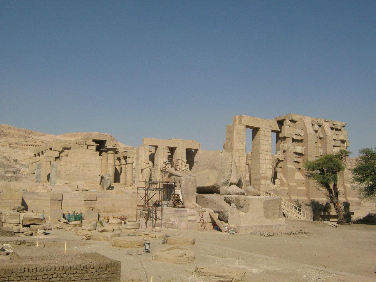 храм в Луксоре на западном берегу
