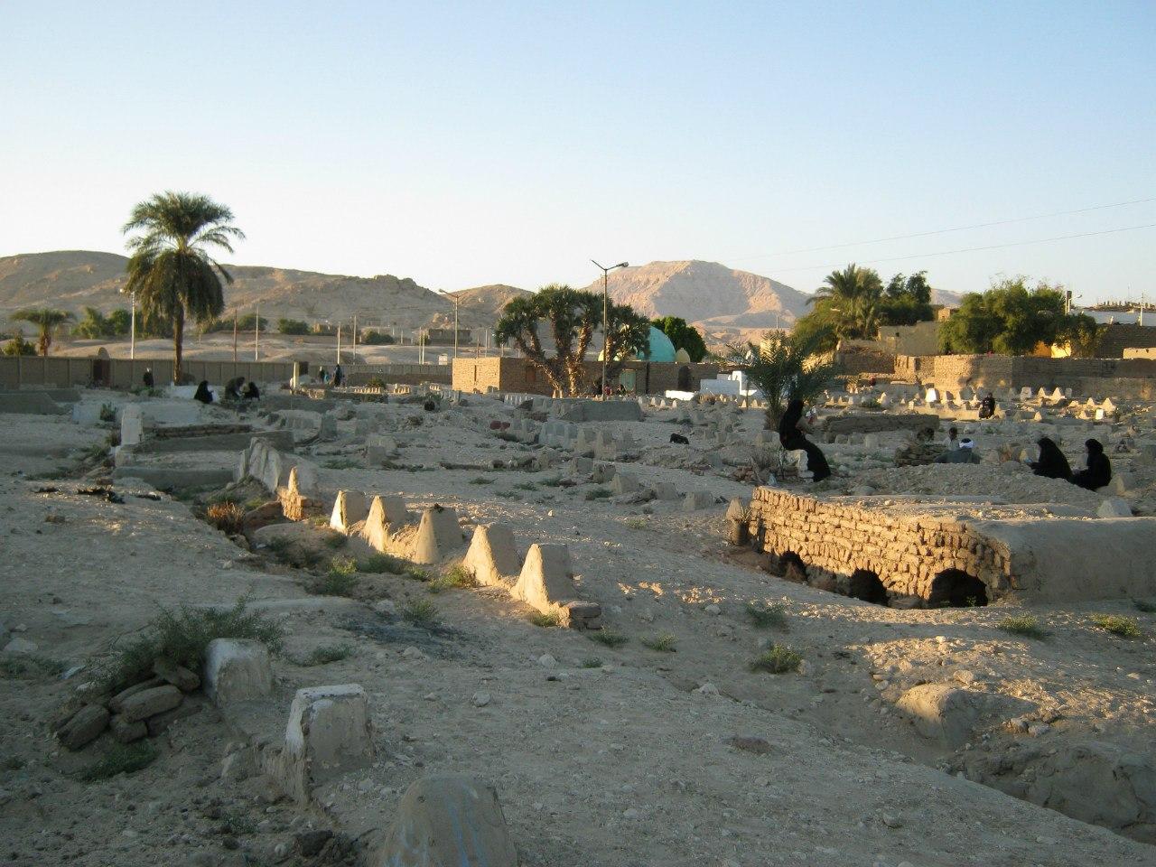 На одном из кладбищ Луксора
