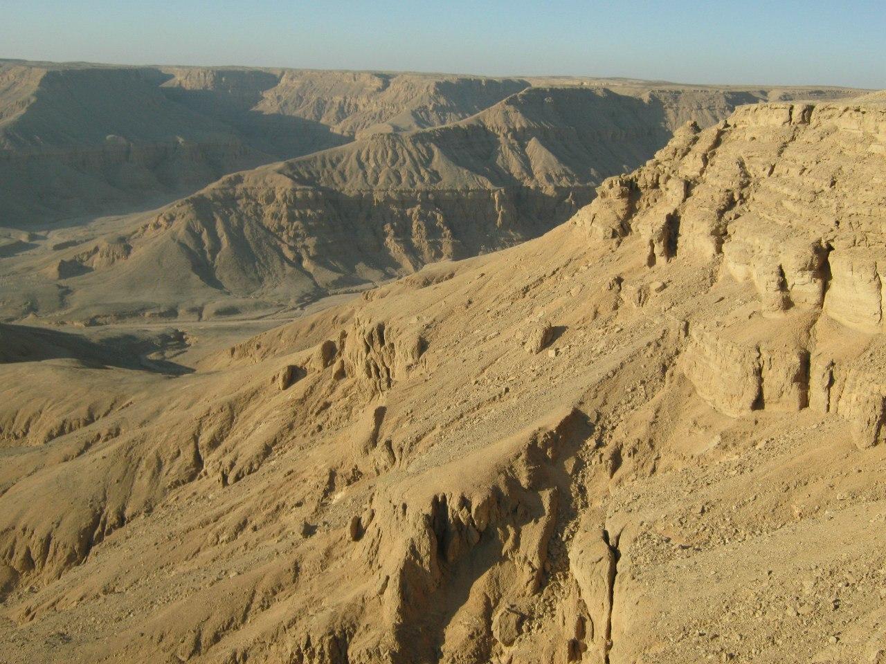 пейзажи по ту сторону хребта на западном берегу Луксора