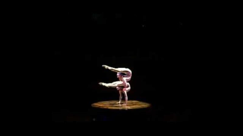 Cirque du Soleil Alegría Contortion (Contortsión) Ulzii y Oyun