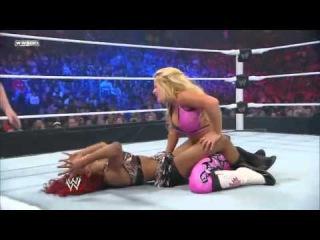 Alicia's scissors vs Natalyal's bearhug