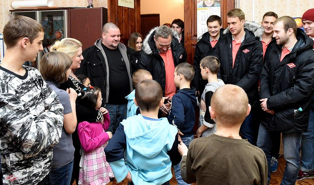 Подарки детям и дискотека для игроков «Спартака» (Видео)