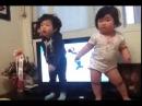 Bonitos bebes graciosos Asiáticos bailando - Asian Pretty funny babies dancing