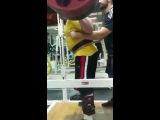 Влад Алхазов, приседания - 380 кг на 3 раза в бинтах и поясе.