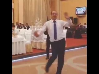 Iran teraneleri oynayan dayi -)))