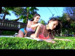 Лесбиянки на утреней пробежке - Brazzers
