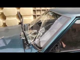 Deaf Bonce DB-418 ломает лобовое стекло